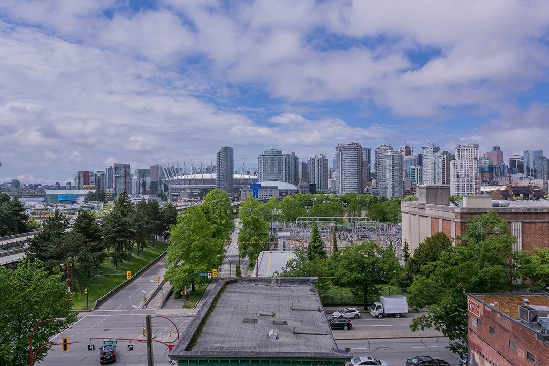 """Photo 3: Photos: 702 221 UNION Street in Vancouver: Strathcona Condo for sale in """"V6A"""" (Vancouver East)  : MLS®# R2372074"""