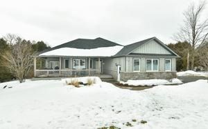 Photo 1: 20 Mount Haven Crescent in East Luther Grand Valley: Grand Valley House (Bungalow) for sale : MLS®# X3711592