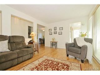 Photo 5: 204 1801 Fern St in VICTORIA: Vi Jubilee Condo for sale (Victoria)  : MLS®# 740827