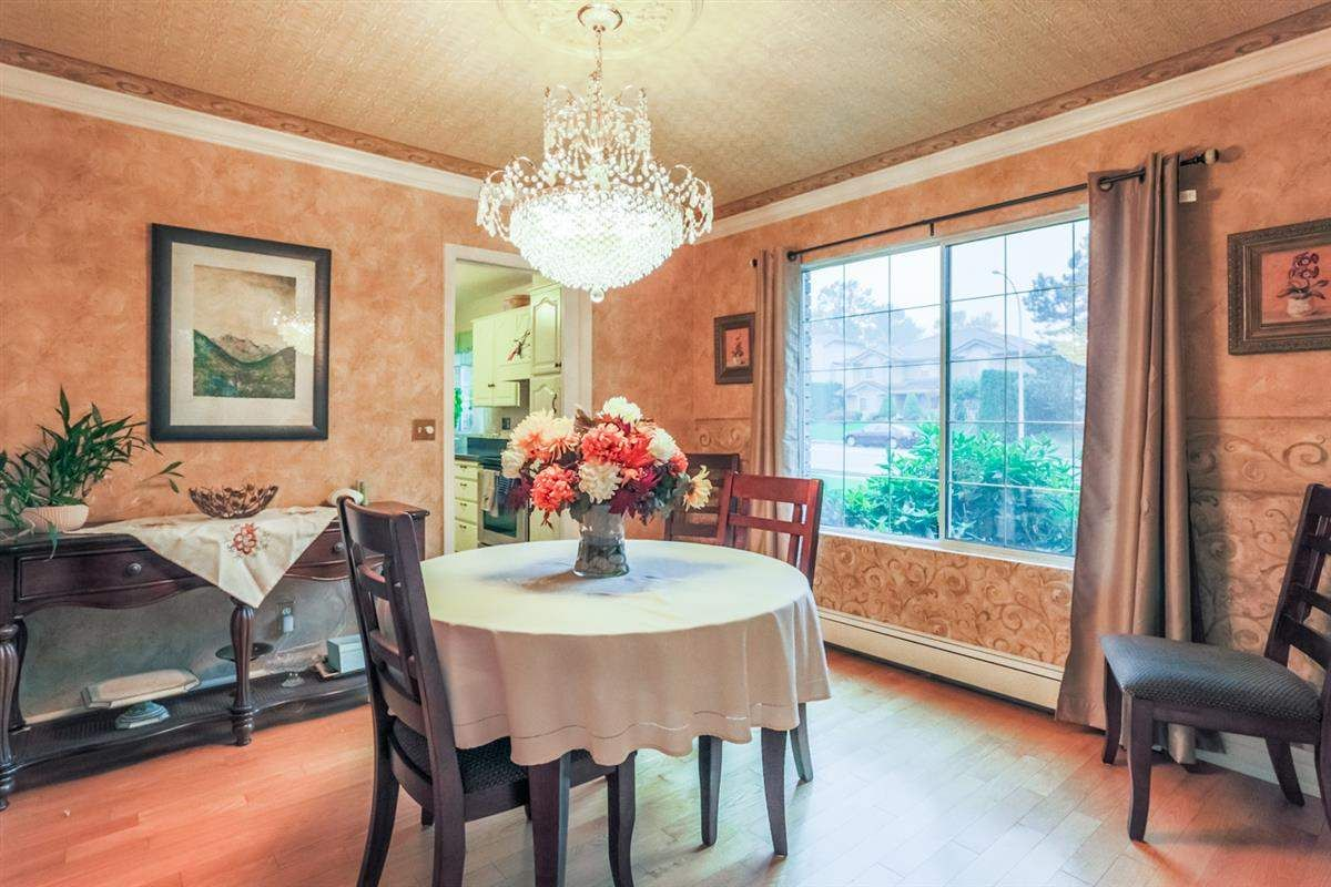 Photo 3: Photos: 14038 84 Avenue in Surrey: Bear Creek Green Timbers House for sale : MLS®# R2214208