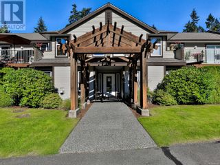 Main Photo: 104 440 Schley Pl in Qualicum Beach: House for sale : MLS®# 886643