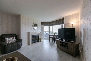 """Photo 2: 702 15111 RUSSELL Avenue: White Rock Condo for sale in """"PACIFIC TERRAC"""" (South Surrey White Rock)  : MLS®# R2057182"""