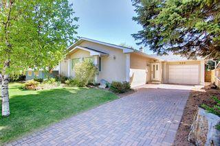 Photo 2: 382 Wildwood Drive SW in Calgary: Wildwood Detached for sale : MLS®# A1094301