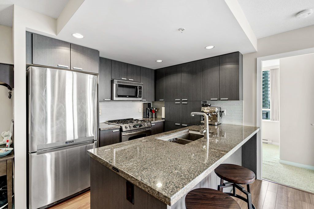 Photo 12: Photos: 402 2232 DOUGLAS ROAD in Burnaby: Brentwood Park Condo for sale (Burnaby North)  : MLS®# R2495564