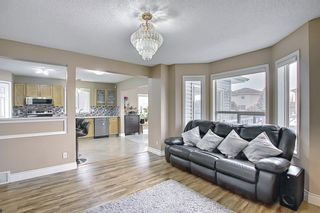Photo 9: 813 Applewood Drive SE in Calgary: Applewood Park Detached for sale : MLS®# A1076322