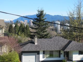 Photo 3: 334 HOULT Street in New Westminster: The Heights NW House for sale : MLS®# R2050186