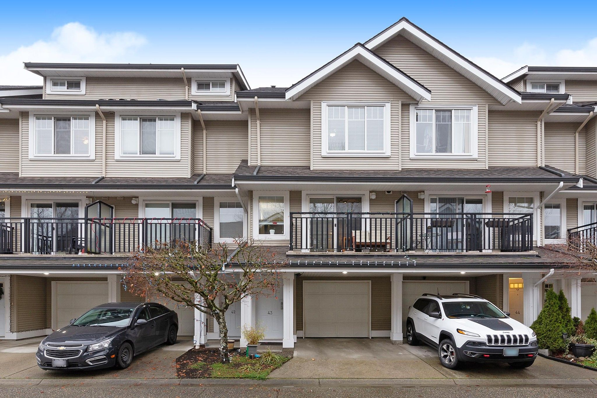 "Main Photo: 43 2927 FREMONT Street in Port Coquitlam: Riverwood Townhouse for sale in ""RIVERSIDE TERRACE"" : MLS®# R2528485"