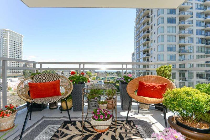 FEATURED LISTING: 707 - 15152 RUSSELL Avenue White Rock