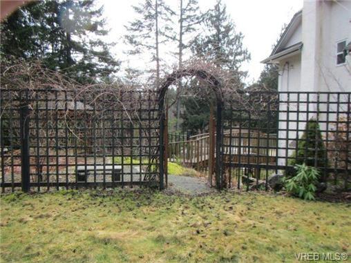 Photo 4: Photos: 725 Martlett Dr in VICTORIA: Hi Western Highlands House for sale (Highlands)  : MLS®# 662045
