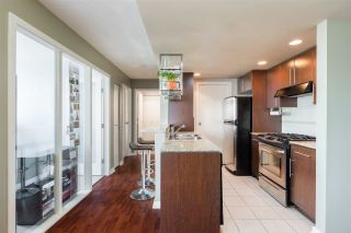 """Photo 5: 1101 583 BEACH Crescent in Vancouver: Yaletown Condo for sale in """"TWO PARK WEST"""" (Vancouver West)  : MLS®# R2578199"""