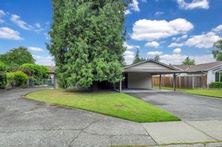 """Photo 2: 2525 CAMERON Crescent in Abbotsford: Abbotsford East House for sale in """"macmillan"""" : MLS®# R2605732"""