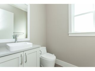 Photo 7: 7057 206 Street in Langley: Willoughby Heights House for sale : MLS®# R2474959