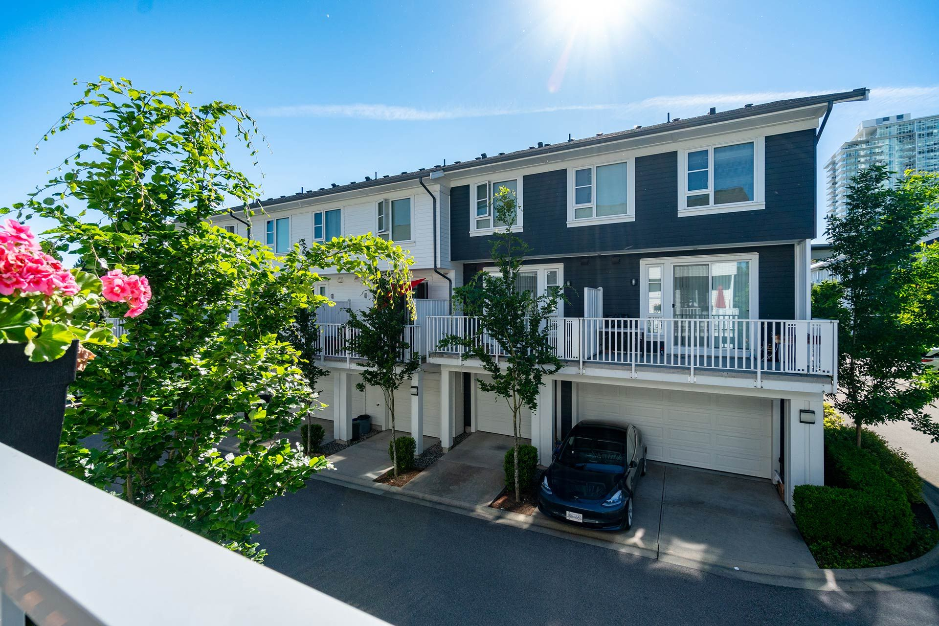 """Photo 22: Photos: 154 548 FOSTER Avenue in Coquitlam: Coquitlam West Townhouse for sale in """"BLACK + WHITE"""" : MLS®# R2587208"""