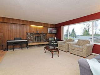 Photo 2: 2260 JORDAN Drive in Burnaby: Parkcrest House for sale (Burnaby North)  : MLS®# R2245529