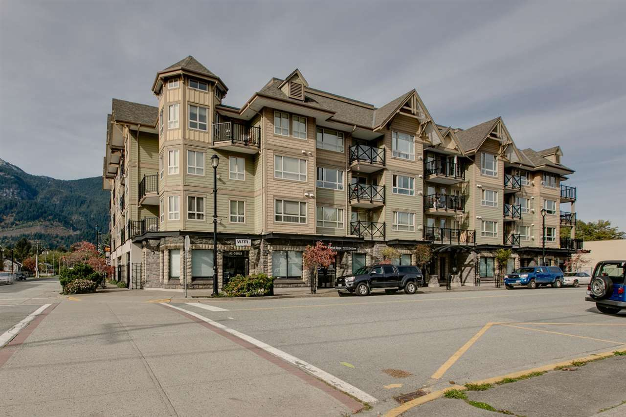 "Main Photo: 307 38003 SECOND Avenue in Squamish: Downtown SQ Condo for sale in ""SQUAMISH POINTE"" : MLS®# R2009669"