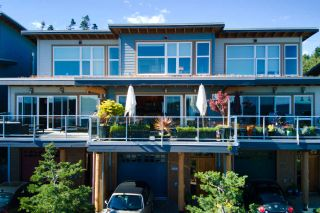 Photo 2: 5384 WAKEFIELD BEACH LANE in Sechelt: Sechelt District Townhouse for sale (Sunshine Coast)  : MLS®# R2470728