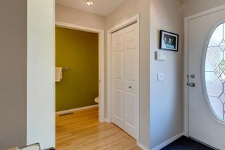 Photo 2: 418 Coral Cove NE in Calgary: Coral Springs Row/Townhouse for sale : MLS®# A1121739