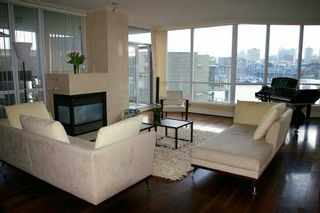 """Photo 2: 303 1328 MARINASIDE CR in Vancouver: False Creek North Condo for sale in """"CONCORD"""" (Vancouver West)  : MLS®# V588979"""