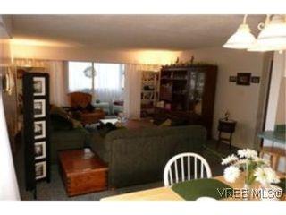 Photo 3: 302 1124 Esquimalt Rd in VICTORIA: Es Rockheights Condo for sale (Esquimalt)  : MLS®# 468144