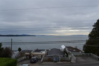 Photo 4: 1010 DOLPHIN Street: White Rock House for sale (South Surrey White Rock)  : MLS®# R2032294