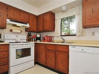 Photo 6: 1070 Lucas Ave in VICTORIA: SE Lake Hill House for sale (Saanich East)  : MLS®# 642307