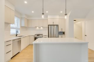 """Photo 3: 104 3021 ST GEORGE Street in Port Moody: Port Moody Centre Townhouse for sale in """"GEORGE"""" : MLS®# R2474134"""