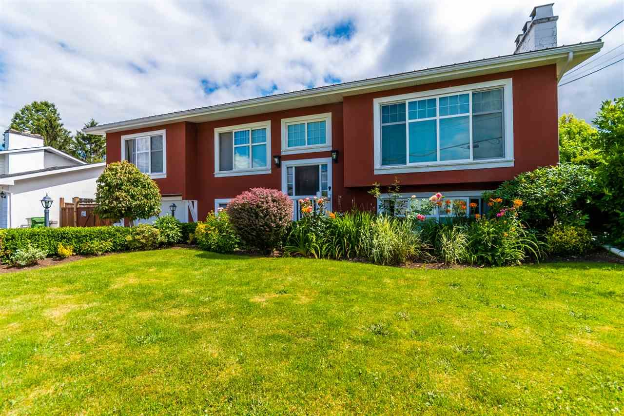 Main Photo: 10156 BONAVISTA Street in Chilliwack: Fairfield Island House for sale : MLS®# R2478696