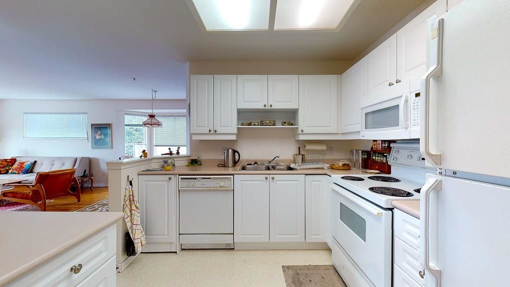 "Photo 10: Photos: 308 5711 MERMAID Street in Sechelt: Sechelt District Condo for sale in ""MERMAID BUILDING"" (Sunshine Coast)  : MLS®# R2593663"