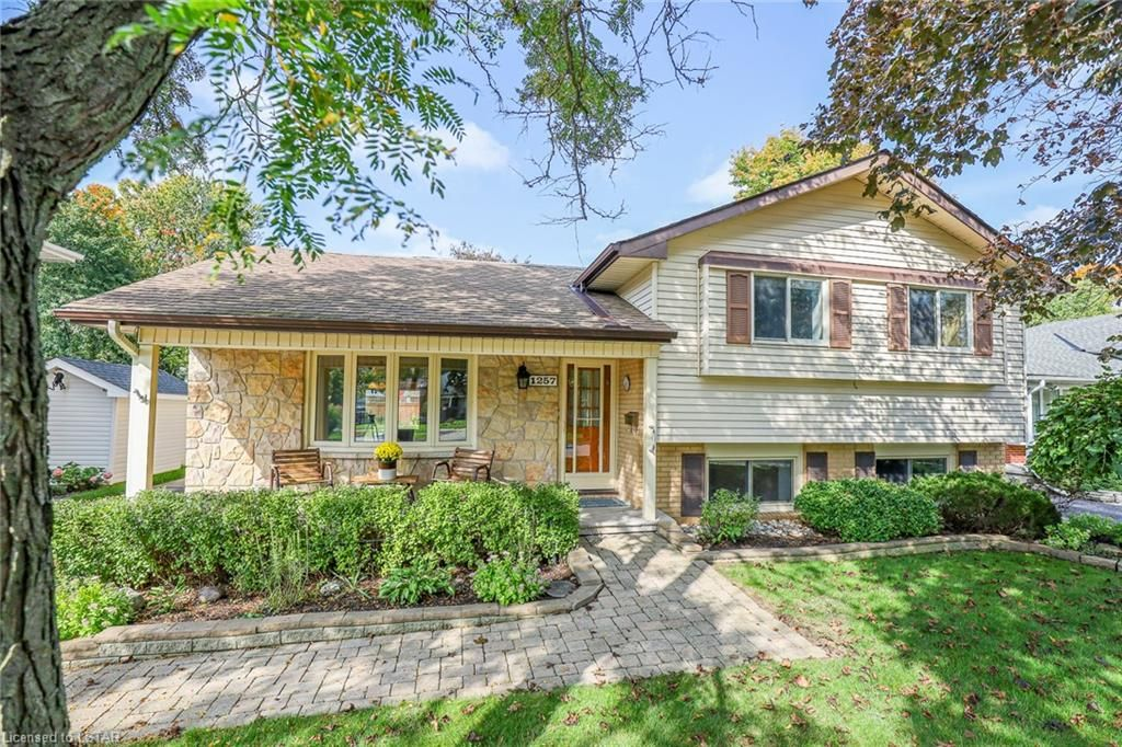 Main Photo: 1257 GLENORA Drive in London: North H Residential for sale (North)  : MLS®# 40173078