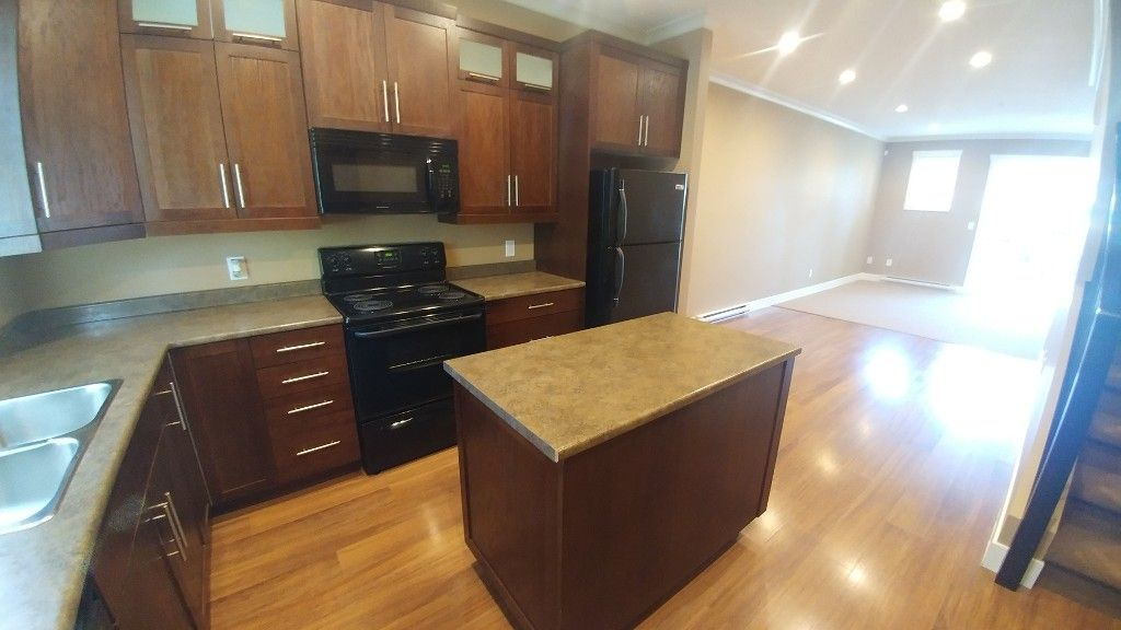 Photo 7: Photos: 7-5805 Sappers Way in Chilliwack: Garrison Townhouse for rent