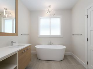 Photo 10: 2750 Gosworth Rd in Victoria: Vi Oaklands House for sale : MLS®# 842762