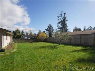 Photo 17: 709 Kelly Rd in VICTORIA: Co Hatley Park House for sale (Colwood)  : MLS®# 570145