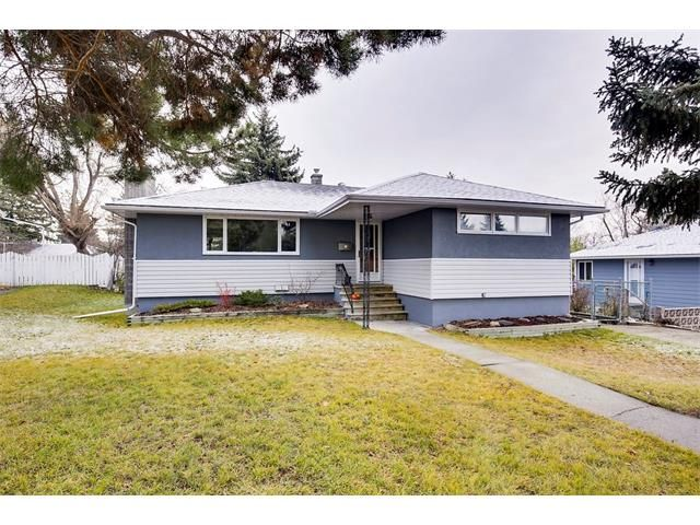Main Photo: 4032 GROVE HILL Road SW in Calgary: Glendale House for sale : MLS®# C4088063
