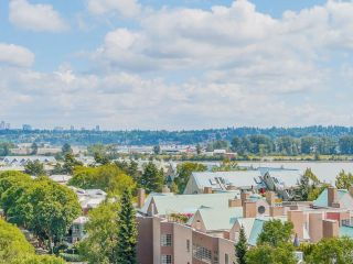"""Photo 2: 1006 1235 QUAYSIDE Drive in New Westminster: Quay Condo for sale in """"RIVIERA TOWER"""" : MLS®# R2612437"""