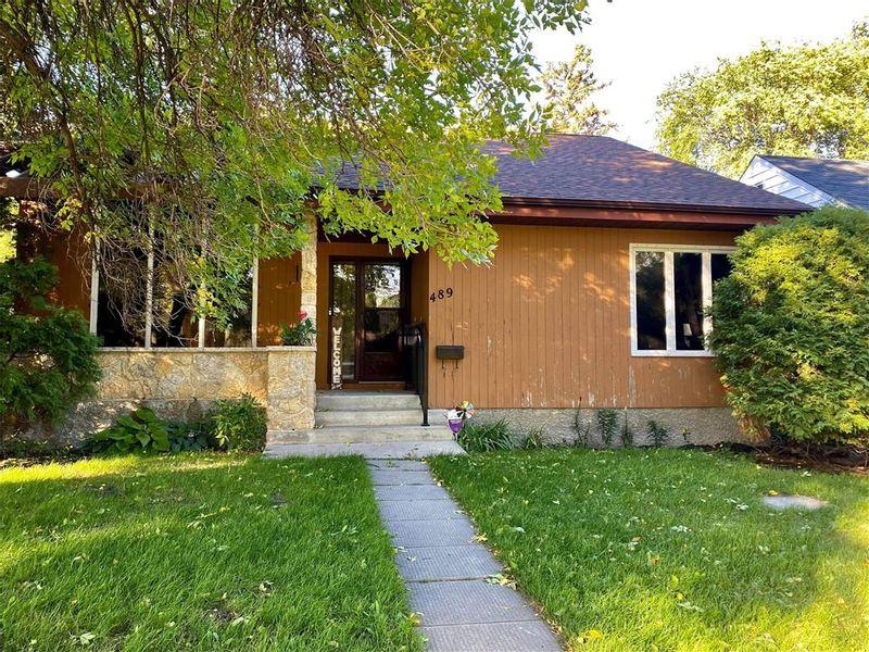 FEATURED LISTING: 489 Seven Oaks Avenue Winnipeg