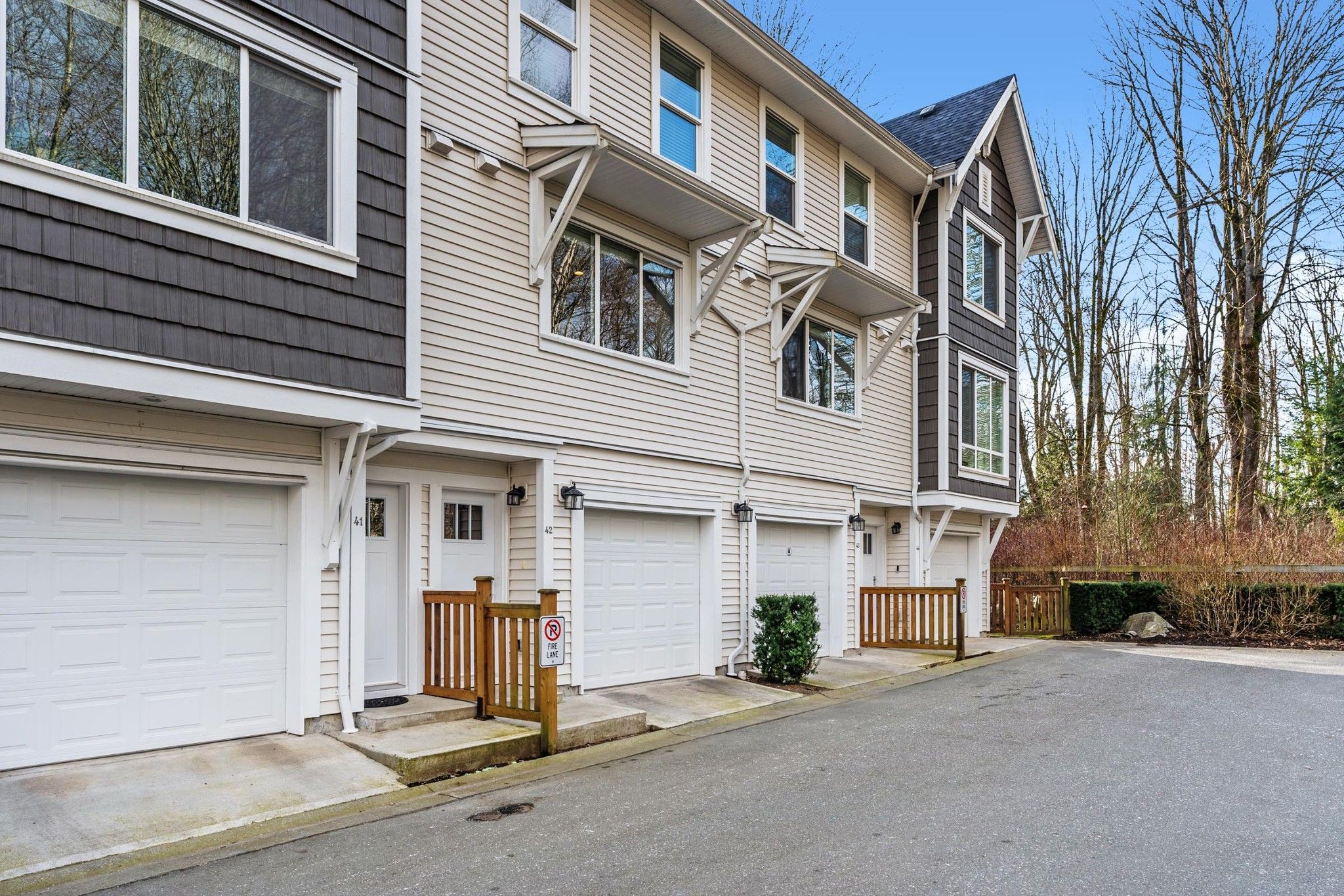 "Main Photo: 42 3039 156 Street in Surrey: Grandview Surrey Townhouse for sale in ""NICHE"" (South Surrey White Rock)  : MLS®# R2537424"