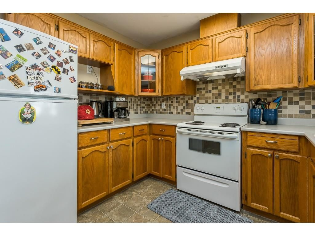 Photo 3: Photos: 35275 BELANGER Drive in Abbotsford: Abbotsford East House for sale : MLS®# R2558993