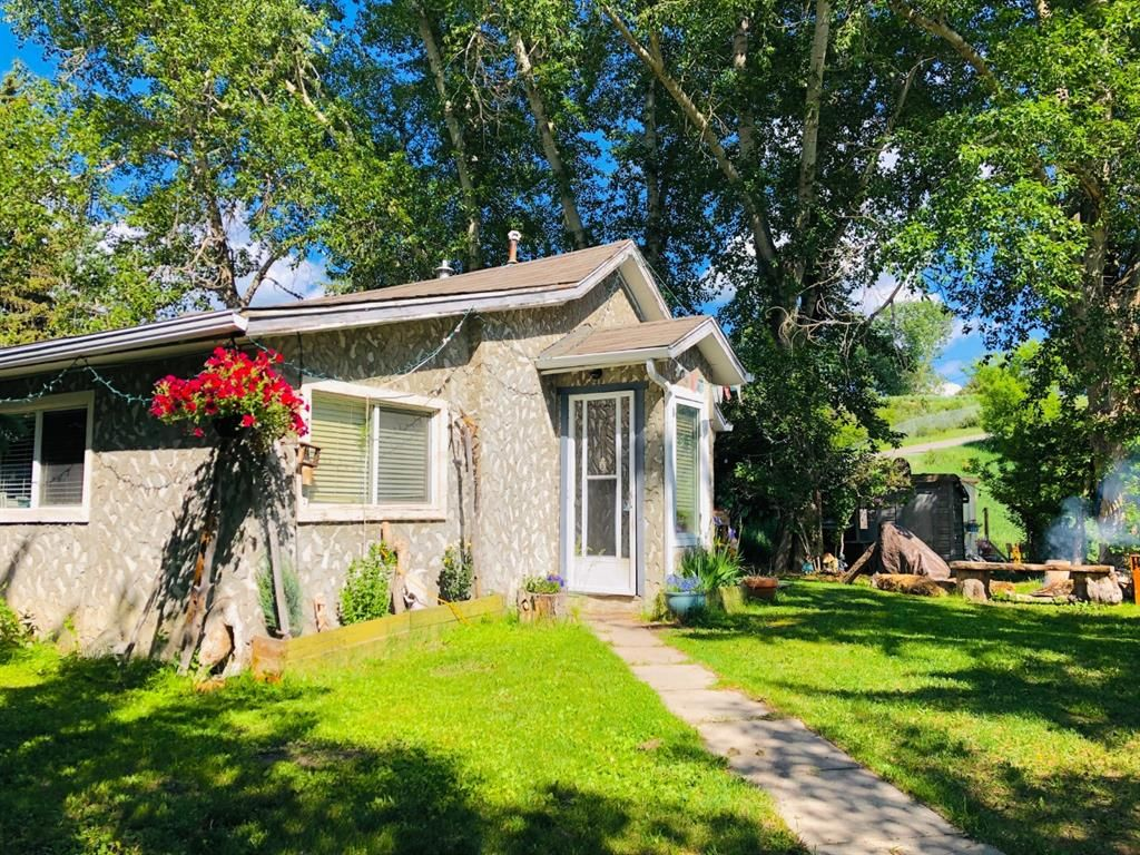 Beautiful private 1/4 acre property, with RV parking