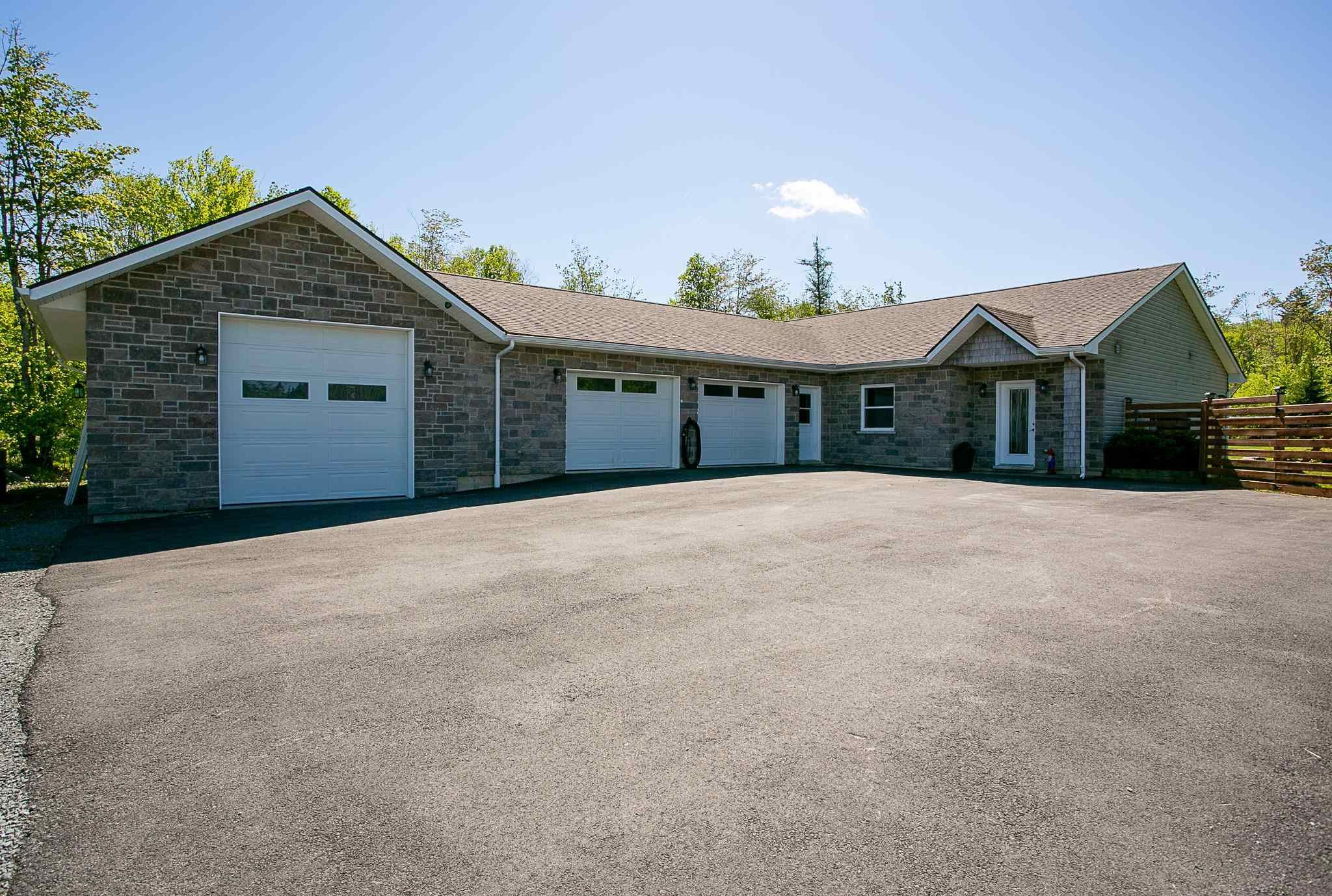 Main Photo: 75 Charles Drive in Mount Uniacke: 105-East Hants/Colchester West Residential for sale (Halifax-Dartmouth)  : MLS®# 202113923