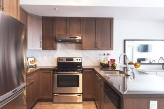 Photo 2: 303 827 Roderick Avenue in Coquitlam: Coquitlam West Condo for sale