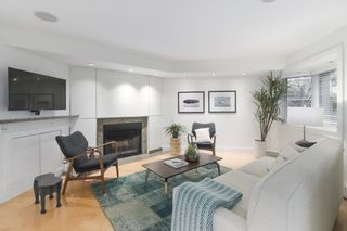 """Photo 2: 2411 W 1ST Avenue in Vancouver: Kitsilano Townhouse for sale in """"BAYSIDE MANOR"""" (Vancouver West)  : MLS®# R2408792"""
