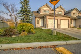 Photo 1: 4 Millview Green SW in Calgary: Millrise Row/Townhouse for sale : MLS®# A1152168