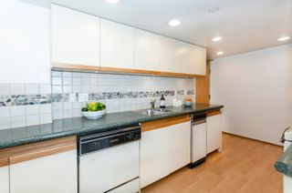 """Photo 8: PH4 1950 ROBSON Street in Vancouver: West End VW Condo for sale in """"THE CHATSWORTH"""" (Vancouver West)  : MLS®# R2619164"""