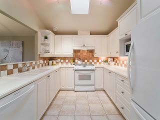 """Photo 9: 322 W 15TH Avenue in Vancouver: Mount Pleasant VW Townhouse for sale in """"Mayor's House"""" (Vancouver West)  : MLS®# R2324549"""