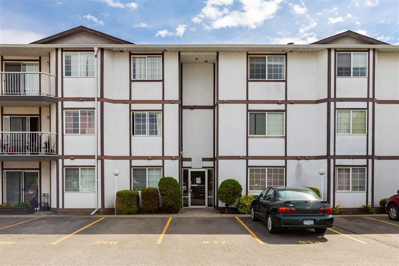 "Main Photo: 320 45669 MCINTOSH Drive in Chilliwack: Chilliwack W Young-Well Condo for sale in ""MCINTOSH VILLAGE"" : MLS®# R2453745"