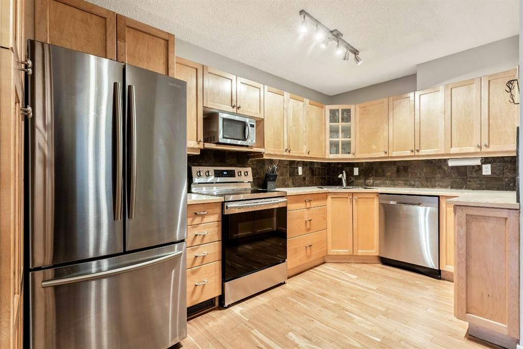 Photo 11: Photos: 2621C 1 Avenue NW in Calgary: West Hillhurst Row/Townhouse for sale : MLS®# A1111551