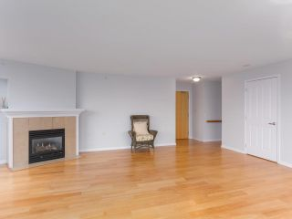 """Photo 7: 900 1570 W 7TH Avenue in Vancouver: Fairview VW Condo for sale in """"Terraces on 7th"""" (Vancouver West)  : MLS®# R2588372"""