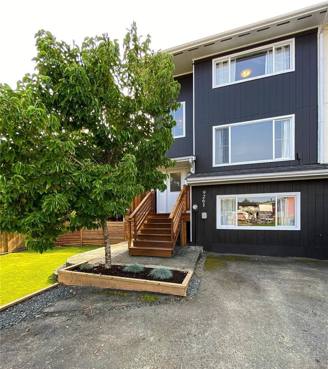 Main Photo: 9261 Carnarvon Rd in : NI Port Hardy Row/Townhouse for sale (North Island)  : MLS®# 857321