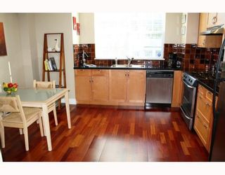 """Photo 2: 852 W 15TH Avenue in Vancouver: Fairview VW Townhouse for sale in """"REDBRICKS"""" (Vancouver West)  : MLS®# V790178"""