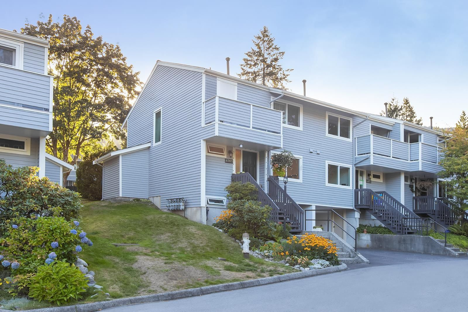 """Main Photo: 4763 HOSKINS Road in North Vancouver: Lynn Valley Townhouse for sale in """"Yorkwood Hills"""" : MLS®# R2617725"""